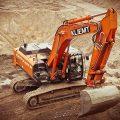 excavadora roja obras
